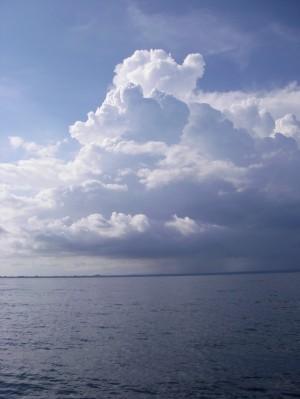 楽園の上の雲