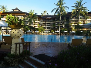 プール側からホテル撮影